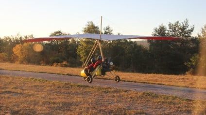 Vuelo en ala delta con motor escuela de aviadores